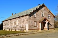 Entrepôt abandonné par petite ville Photo stock