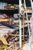 Entrepôt d'usine avec les pièces de rechange utilisées Image libre de droits