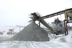 Entrepôt de pierre et de charbon, pierres de carrière pour la construction Photo stock