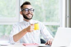 Entrepreneur bel Enjoying Working Office photo stock