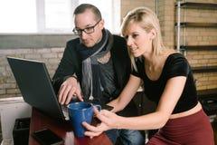 Entrepreneur Couple Discuss Business photos libres de droits