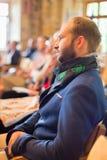 Entrepreneur dans l'assistance à la conférence d'affaires Photos stock