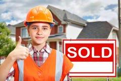 Entrepreneur et maison à vendre Photo stock
