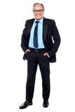 Entrepreneur heureux frappant une pose sûre Photographie stock