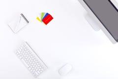 Entrepreneur moderne de lieu de travail dans le Tableau blanc avec des cartes de visite professionnelle de visite Photo stock