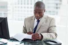 Entrepreneur signing a document Royalty Free Stock Photography
