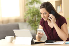 Entrepreneur working on line at home Royalty Free Stock Photography
