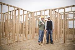 Entrepreneurs de construction grands-angulaires Photo libre de droits