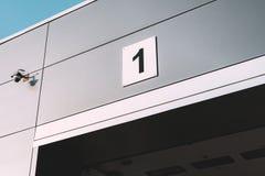 Entrer dans le garage de voiture avec le nombre Images libres de droits