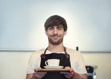 Entretenez le concept de portion de Cafe Coffee Shop de barman de restaurant Photos libres de droits