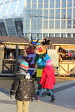 Entretenimiento de la Navidad para los niños en la calle Foto de archivo
