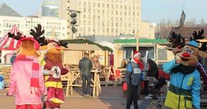 Entretenimiento de la Navidad para los niños en la calle Fotos de archivo