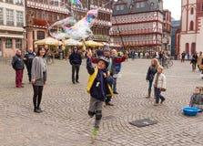 Entretenimiento de las burbujas de jabón Foto de archivo libre de regalías