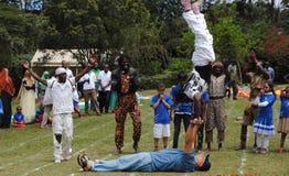 Entretenimiento de los acróbatas en Nairobi Kenia Fotografía de archivo