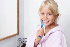Entretenir des dents photographie stock libre de droits