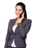 Entretien caucasien de femme d'affaires au téléphone portable Images libres de droits