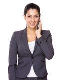 Entretien de femme d'affaires au téléphone portable Image libre de droits