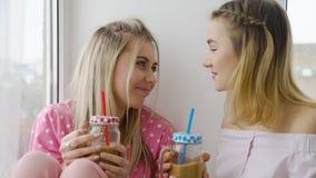 Entretien de filles de conversation de communication de bff d'amis Photo libre de droits