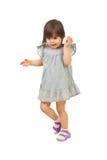 Entretien de marche de petite fille au téléphone portable Images libres de droits