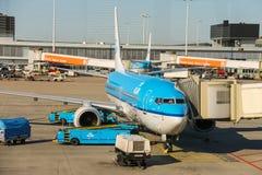 Entretien des avions sur l'aérodrome à l'aéroport Amsterdam Photo libre de droits