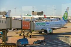 Entretien des avions sur l'aérodrome à l'aéroport Amsterdam Image libre de droits