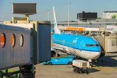 Entretien des avions sur l'aérodrome à l'aéroport Amsterdam Images stock