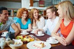 Entretien en café Images libres de droits