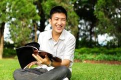 Entretien et sourire d'homme Photos libres de droits