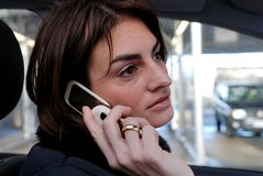 Entretien mobile d'affaires photo libre de droits