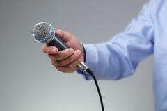 Entrevista com microfone Foto de Stock Royalty Free