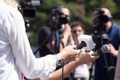 Entrevista da tevê Conferência de imprensa fotos de stock