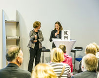 Entrevue avec Barbara Klemm à la foire de livre de Francfort 2014 Photographie stock