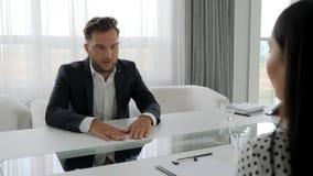 Entrevue d'emploi, réunion d'affaires des associés dans des bureaux, chefs d'entreprise discutant le développement des affaires d