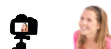 Entrevue de blog de vidéo en direct, pelliculage Vlogger d'appareil photo numérique, faisant le videoblog et vlogging le concept image libre de droits