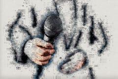 Entrevue de conduite d'actualités de journaliste féminin de journaliste Photographie stock libre de droits