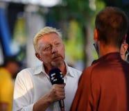 Entrevue de conduites de Grand Slam Champion Boris Becker d'analyste d'Eurosport pendant l'US Open 2018 image libre de droits