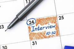 Entrevue 10-30 de rappel dans le calendrier avec le stylo Images stock