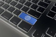 Entrez dans le bouton avec le globe sur le fond de clavier d'ordinateur, le rendu 3D Image libre de droits