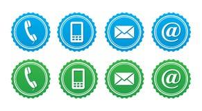 Entrez en contact avec le rétro positionnement d'étiquettes - bleu et vert Photographie stock libre de droits