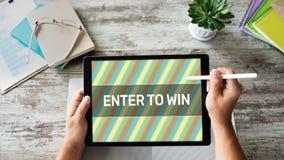 Entrez pour gagner le texte sur l'écran don Loterie et prix Vente de médias et concept sociaux de la publicité photographie stock