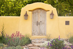 Entryway blisko jar drogi w Santa Fe Fotografia Royalty Free