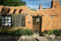 Entryway nära Canyon Road i Santa Fe Arkivfoto