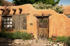 Entryway nära Canyon Road i Santa Fe Royaltyfria Foton