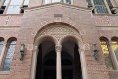 Entryway till ett utsmyckat tegelstenarkiv arkivfoto