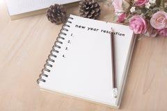 Entschließungsliste des neuen Jahres auf notecook Anfang-Zielkonzept Lizenzfreie Stockfotografie