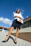 Entschlossene und überzeugte Geschäftsfrau stockbild