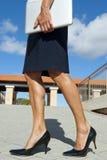 Entschlossene und überzeugte Geschäftsfrau lizenzfreie stockbilder