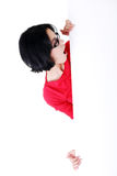 Entsetzte Frau, die leeres Brett hält Lizenzfreie Stockfotografie