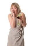 Entsetzte Frauen-Hand zum Gesicht mit Wein lizenzfreie stockfotografie