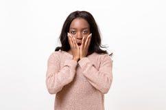 Entsetzte junge Afrikanerin stockfotos